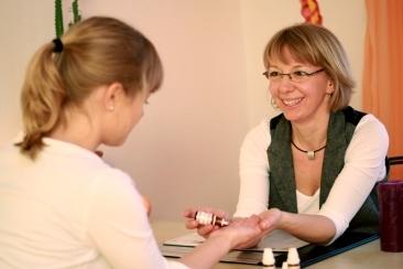 Susanne Hertenstein mit Patientin